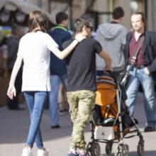 Родственники напрокат: кому и зачем нужны такие услуги?