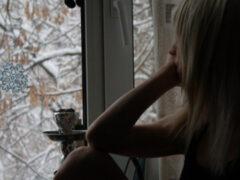 Депрессия и тактильный голод: чем грозит дефицит общения на «удаленке» и как его восполнить?