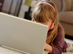 «Ярчайший пример истерии – Моргенштерн»: психолог – о том, чем опасен блогинг для детей и подростков